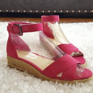 Nine West hotpink wedge flat strap sandals size 7